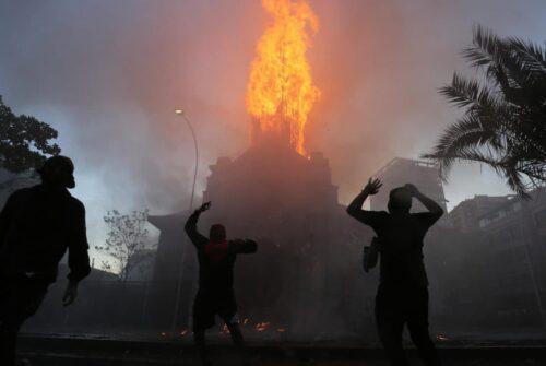 chiesa incendiata Cile